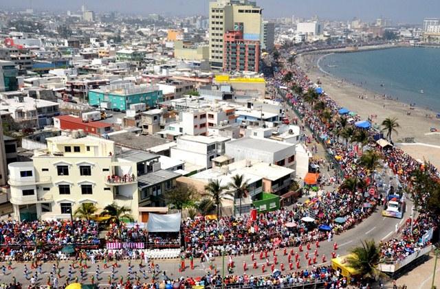 bulevar_avila_camacho_en_el_carnaval_de_veracruz